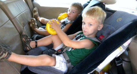 Ребенка укачивает в машине, в транспорте: что делать, лекарства от кинетоза