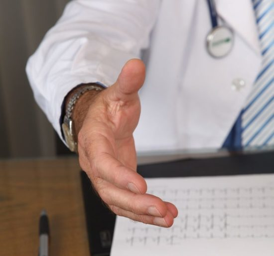 Гипергидроз: симптомы, причины, лечение повышенной потливости
